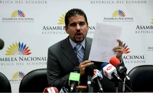 Dalo Bucaram impugna candidatura de Carlos Ochoa para Superintendente de Información