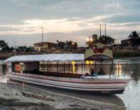 Una góndola árabe recorre riberas del río Babahoyo