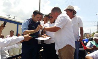 Gobernador recibió a colectivo de galleros de Los Ríos