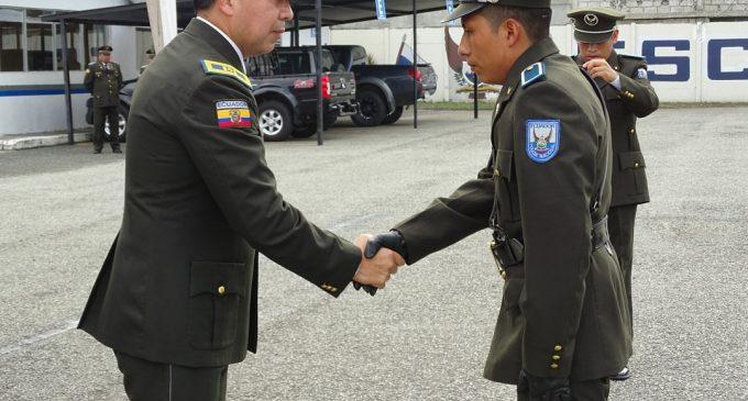 En ceremonia especial fue ascendido a Policía de Servicios Luis Israel Chinlli Tenelema