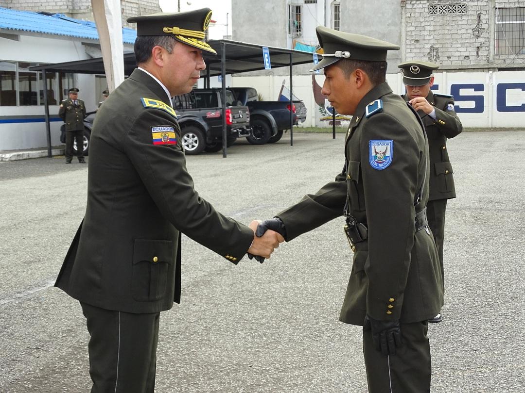En ceremonia especial fue ascendido a polic a de servicios for Portal de servicios internos policia