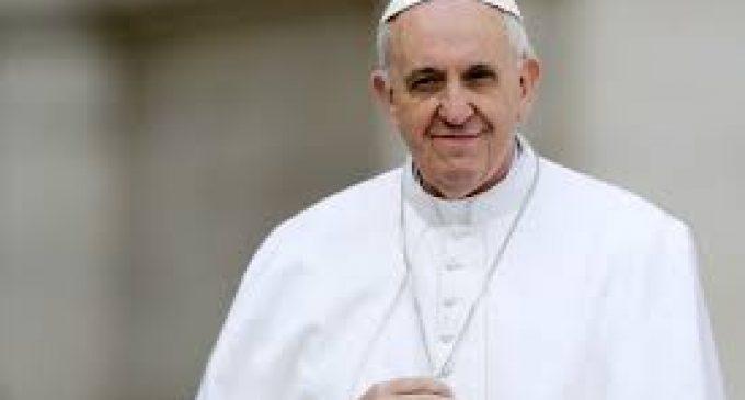 Conservadores acusan al papa Francisco de difundir herejías