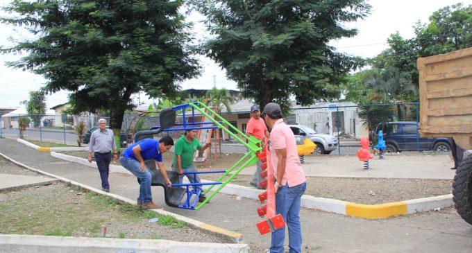 Prefectura rehabilitará juegos infantiles destruidos en barrios de Quevedo