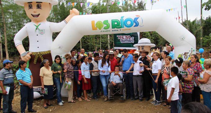 Babahoyo: Prefectura entregó puente en recinto Colombia Baja