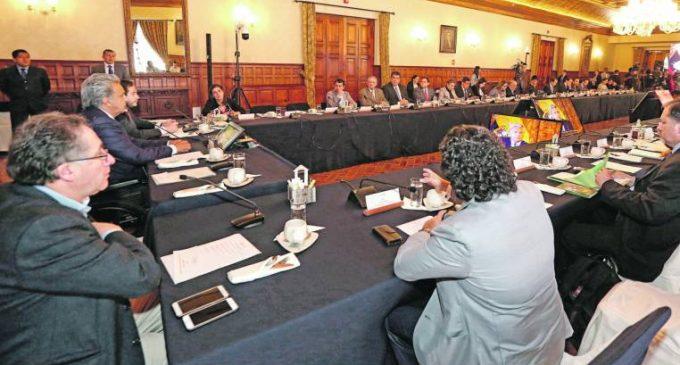 Todos los ministros de Gobierno presentan su renuncia