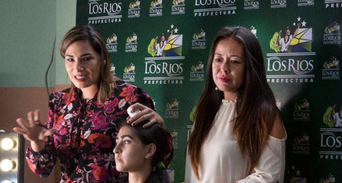 500 mujeres se capacitan en maquillaje