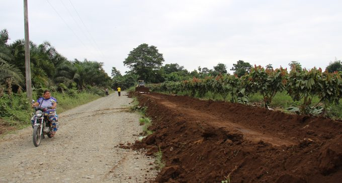 Se construye vía con regalias de presa Bana
