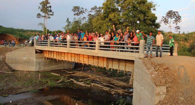 Más de 20 puentes construye la prefectura
