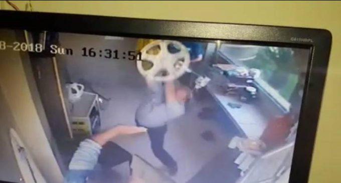Tres sujetos agreden a guardias de seguridad en Guayaquil
