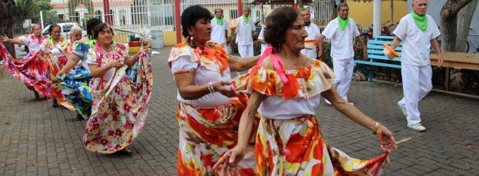 Adultos mayores celebran Dia de la interculturalidad