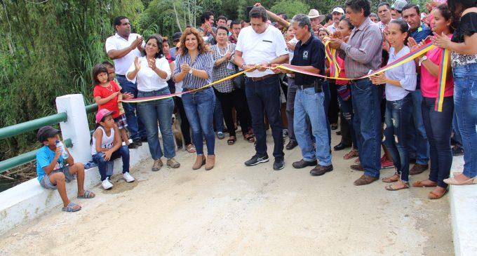 Prefectura entregó puente en Mocache