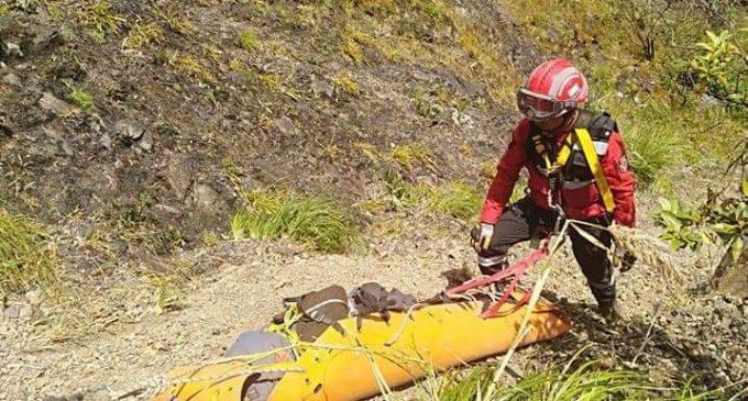 Dos personas mueren tras caer al abismo