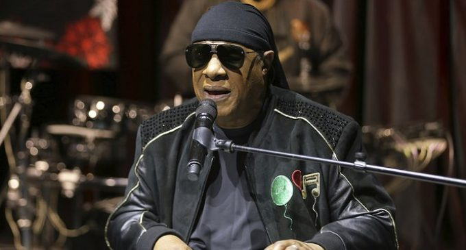 Stevie Wonder anuncia que le van a trasplantar un riñón