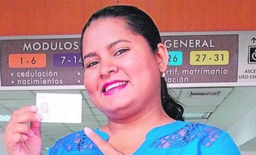 Vilma Campos no puede conseguir trabajo porque está muerta para el IESS