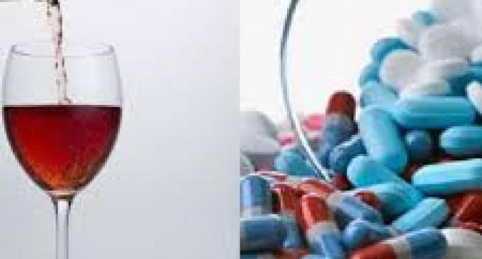 ¿Realmente no se puede mezclar alcohol y antibióticos?