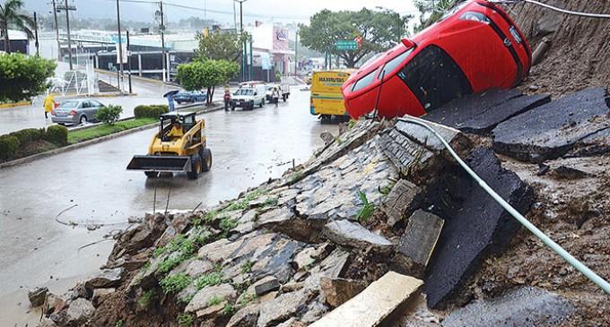 México: Manuel baja a tormenta tropical pero causa inundaciones