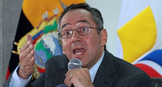 Ministro Espinosa advierte a alcalde Nebot sobre ingreso a planteles