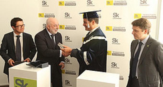Correa recibe Doctorado Honoris Causa de la Universidad Estatal de Economía de los Urales