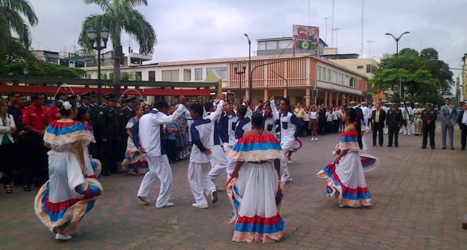Estudiantes recordaron el día del Escudo Nacional de Armas