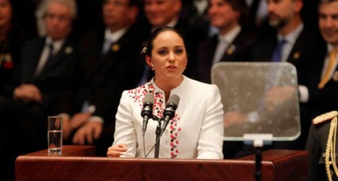 Presidenta de Asamblea ofrece disculpas por su polémica frase de ricos y pobres