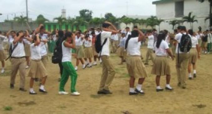 Estudiantes secundarios de Urdaneta participaron en simulacros