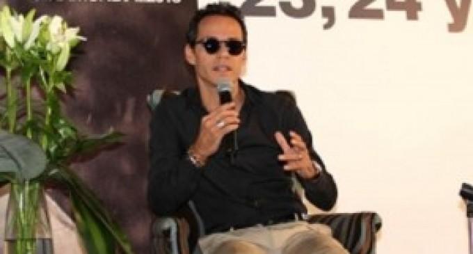 Marc Anthony, loco por leer biografía de J.Lo