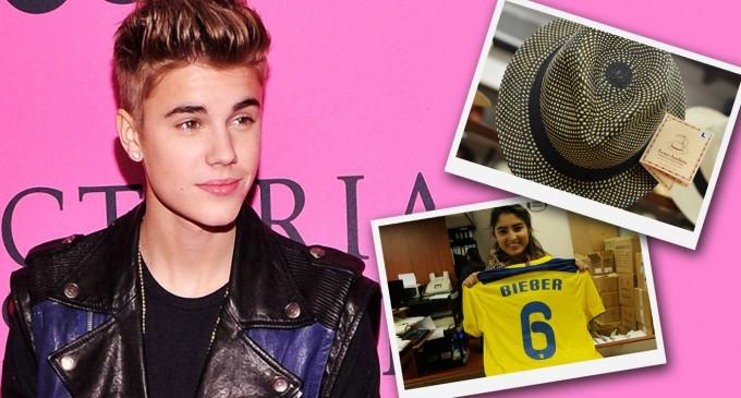 Una camiseta de la Tri, entre los regalos para Justin Bieber