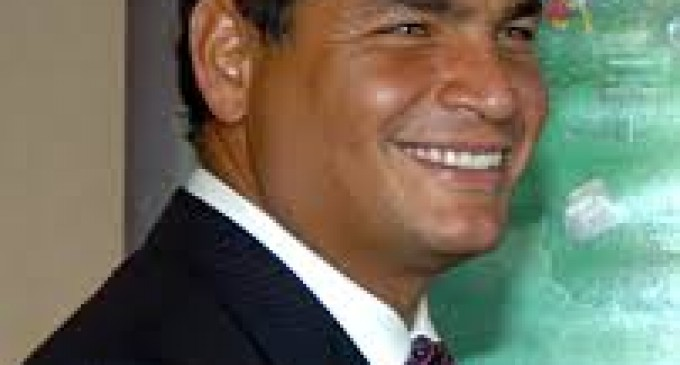"""Correa: """"Nuestro abrazo solidario a Cristina Fernández"""""""