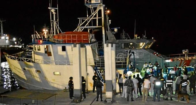 680 paquetes de droga, hallados en barco panameño