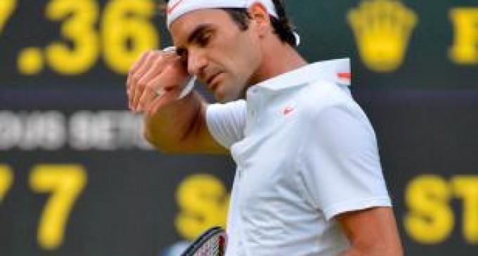 Federer cae ante Monfils en Abierto de Shanghái, Djokovic y Del Potro avanzan
