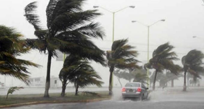 Alerta roja en México por el huracán Raymond