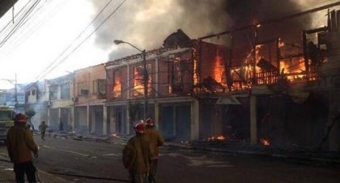 Incendio en Esmeraldas consume agencia bancaria y otras 6 casas