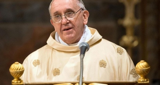El Papa invita a los jóvenes a «decir 'no' a la idolatría del dinero, las drogas y la violencia»