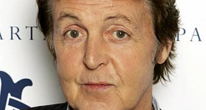 Empleados de Paul McCartney no pueden comer carne ni entrar a Facebook