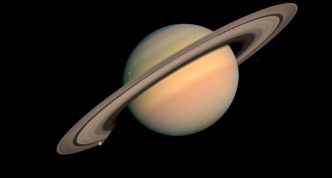 La NASA encontró plástico en la luna de Saturno
