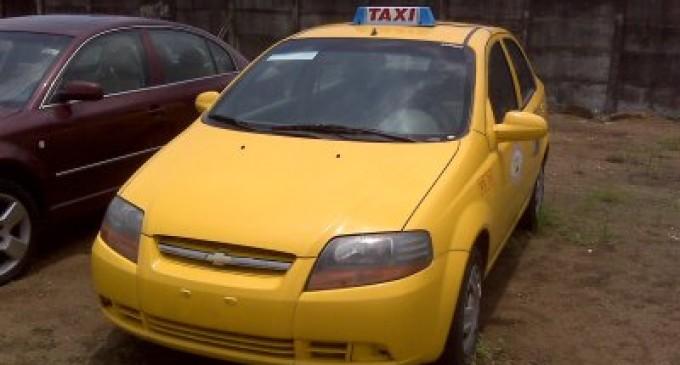 Taxista asaltado reclama por el botón de pánico