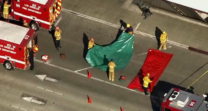 Evacúan aeropuerto de Los Angeles tras tiroteo en terminal