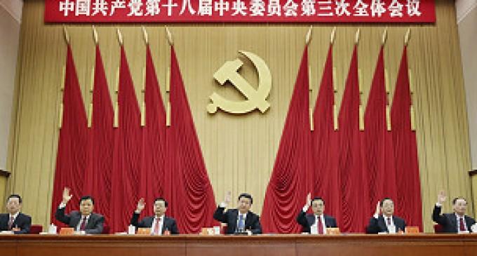China anuncia abolición de campos de trabajo y relaja política de un solo hijo