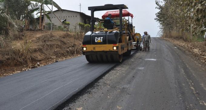 En pocos días culminará el asfaltado en la vía Mocache–El Sauce