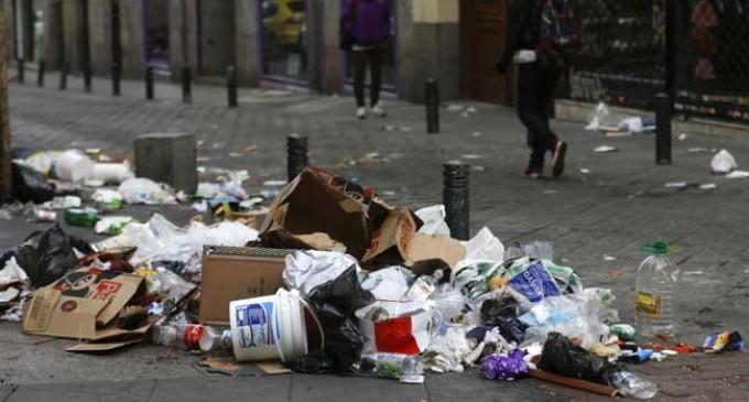 Las calles de Madrid, llenas de desperdicios por la huelga contra los ERE