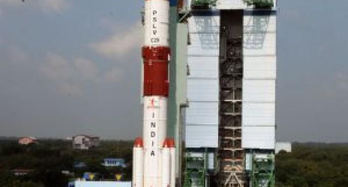 India lanza con éxito su primera misión a Marte