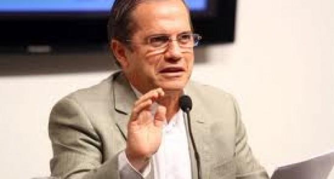 Ricardo Patiño insta a inmigrantes a crear asociación para demandar a bancos españoles