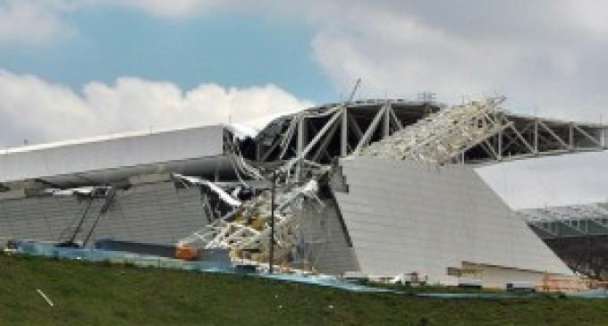Techo de estadio donde se inaugurará el Mundial 2014 colapsó y dejó tres muertos