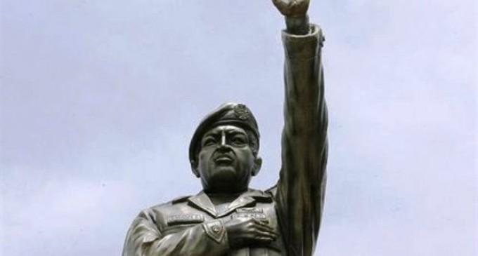 Fuertes críticas por estatua de Chávez en Bolivia