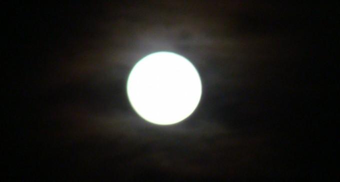 ¿Realmente la Luna llena nos enloquece?