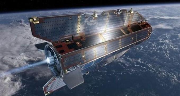 Un satélite sin combustible cae a la Tierra