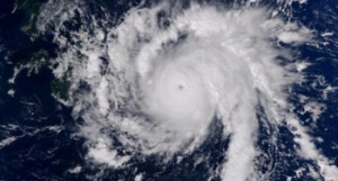 El súper tifón Haiyán toca tierra en Filipinas