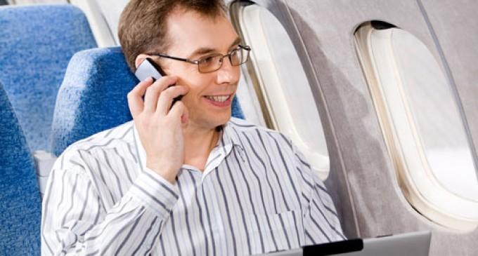 Los aparatos electrónicos pequeños se podrán usar en el despegue y aterrizaje de los aviones