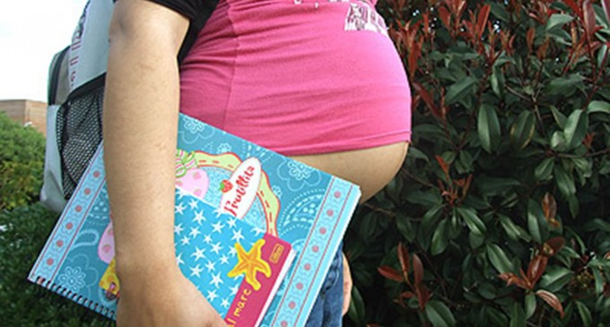 Bolivia prohíbe a las escuelas rechazar niñas embarazadas
