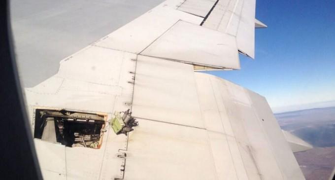 Tuitera mostró cómo el avión se rompía en pleno vuelo
